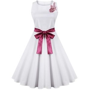 Dresses & Skirts - White embroidered vintage style dress